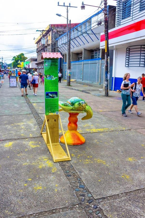 哥斯达黎加利蒙港 — 2019年12月8日:利蒙港游轮港的一条典型街道 免版税库存图片