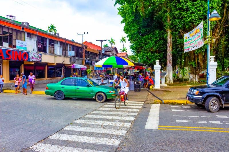 哥斯达黎加利蒙港 — 2019年12月8日:利蒙港游轮港的一条典型街道 图库摄影