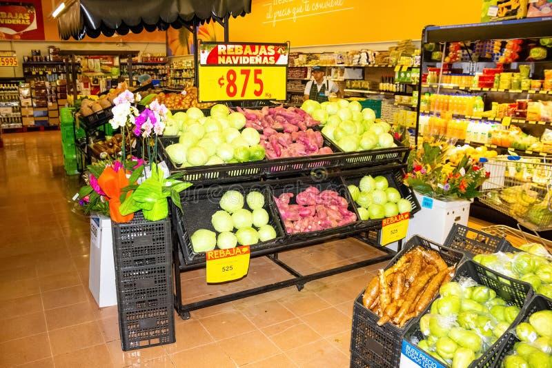 哥斯达黎加利蒙港 — 2019年12月8日:哥斯达黎加利蒙港市售水果 库存照片