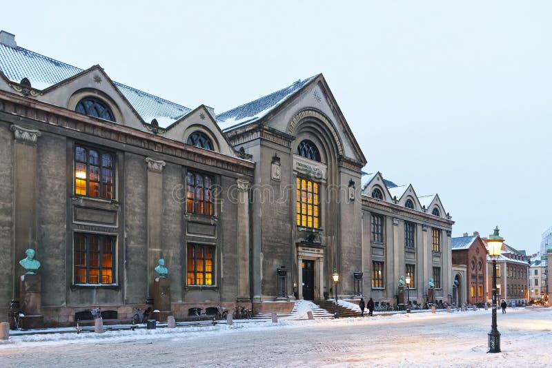 哥本哈根大学主楼看法在冬天 免版税图库摄影