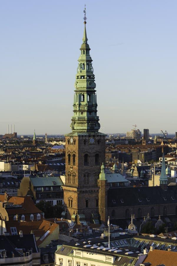 哥本哈根街道和房子屋顶 免版税图库摄影