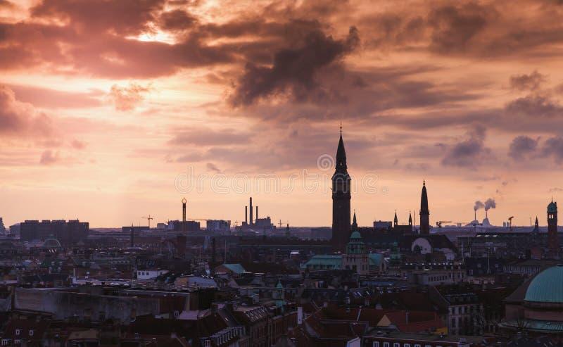 哥本哈根黑暗的剪影地平线  免版税库存照片