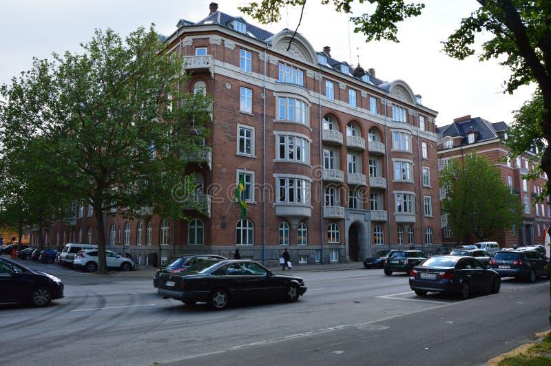 哥本哈根,丹麦, 2017年5月31日:巴西的使馆在哥本哈根在延什Kofods加迪街道视图从Grønningen街道 免版税库存图片