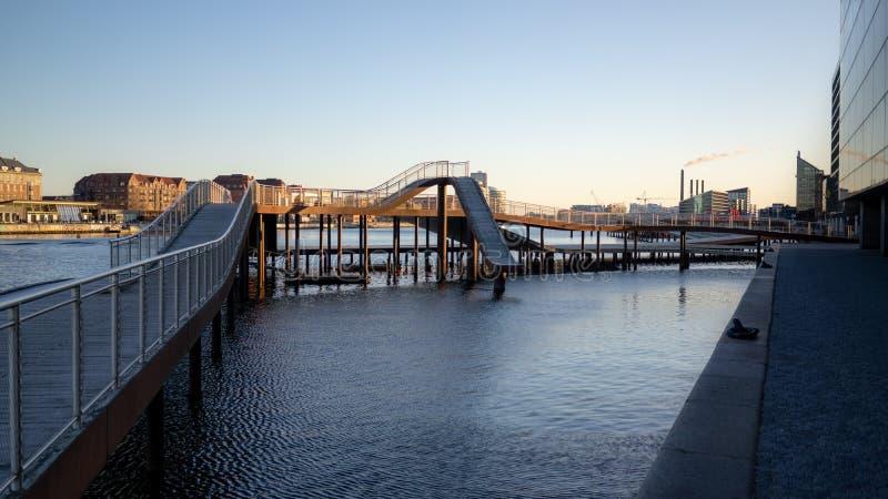 哥本哈根,丹麦- 2019年4月1日:是一个现代结构的Kalvobod桥梁 免版税库存照片