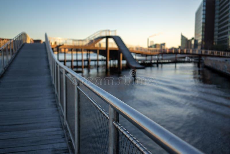 哥本哈根,丹麦- 2019年4月1日:是在经常演变的建筑学的一个现代结构在哥本哈根的Kalvobod桥梁 库存照片