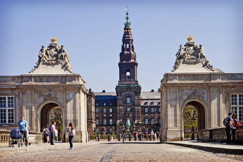 哥本哈根,丹麦- Christianborg宫殿和大理石桥梁 免版税库存照片