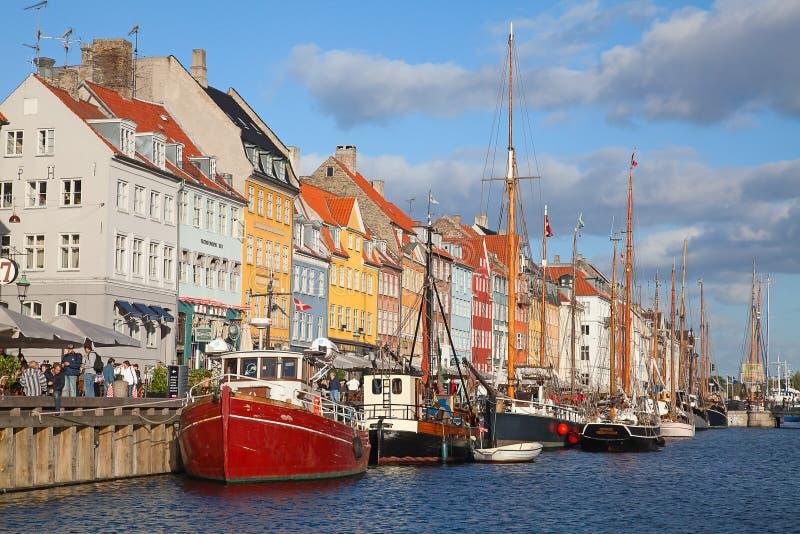 哥本哈根(Nyhavn区)在一个晴朗的夏日 免版税库存照片