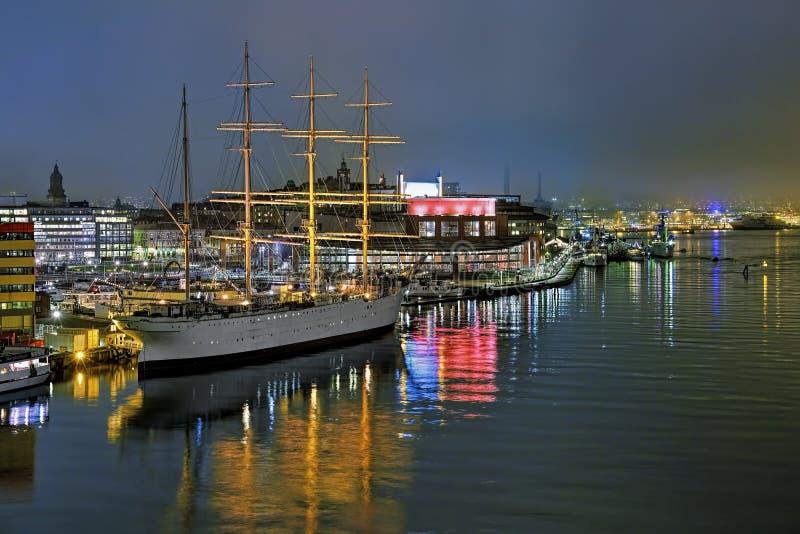 哥特人港口有船Barken北欧海盗和歌剧院的,瑞典 免版税库存图片
