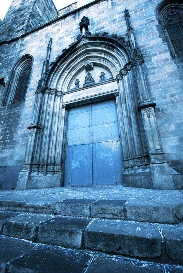 哥特式教会的门 库存图片