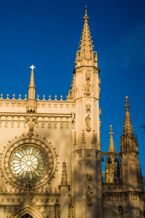 哥特式教堂在亚历山大公园,亚历山大・涅夫斯基教会  俄国 圣彼德堡 peterhof 库存图片