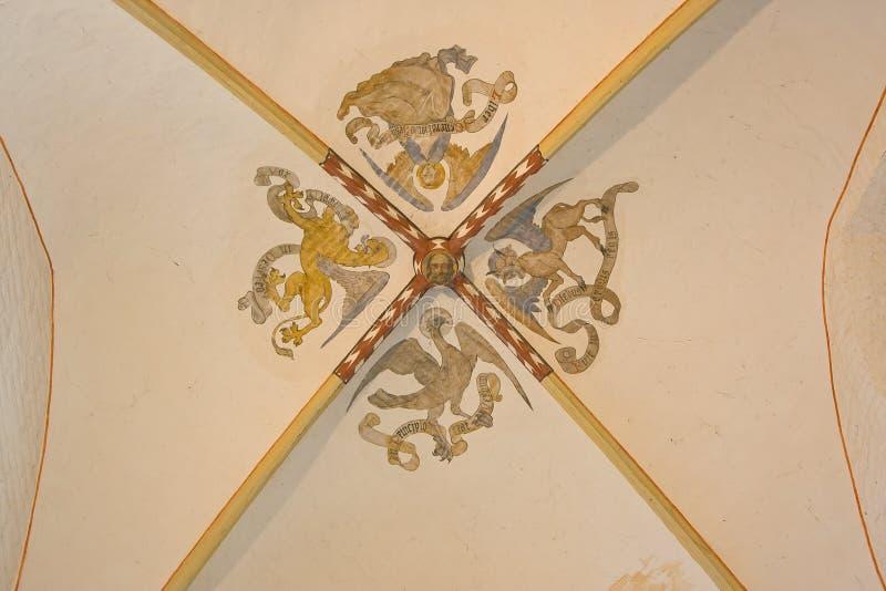 哥特式穹顶在罗马式教会里 库存图片