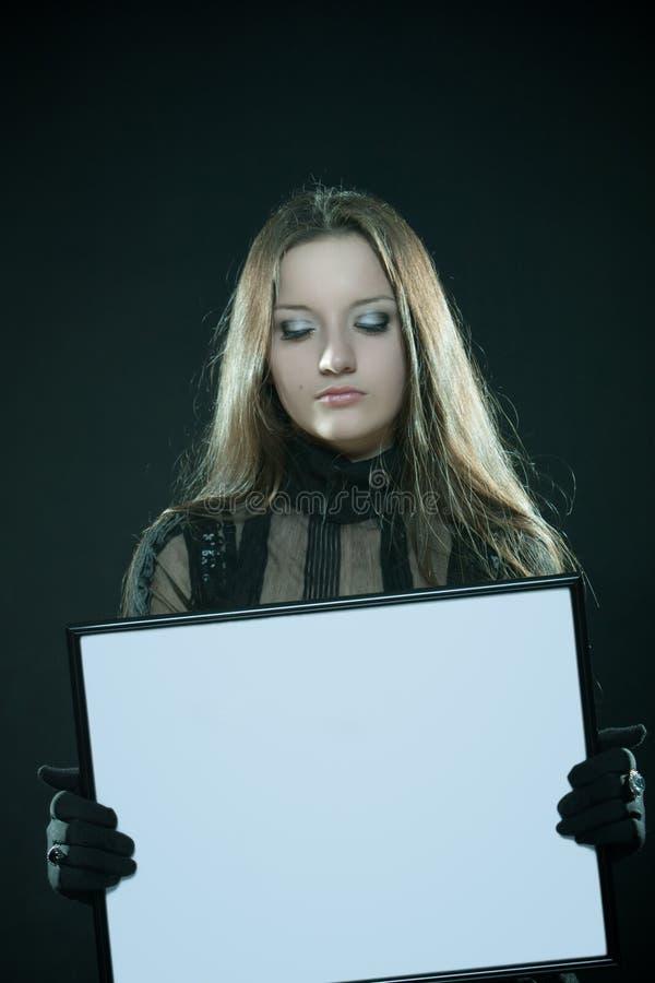 哥特式空白框架的女孩 库存照片