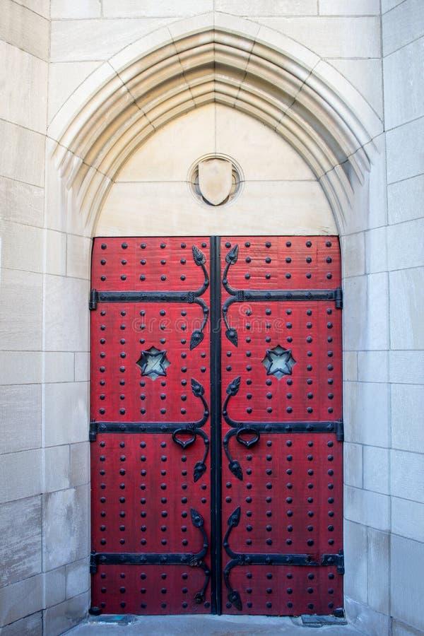 哥特式红色门 库存图片