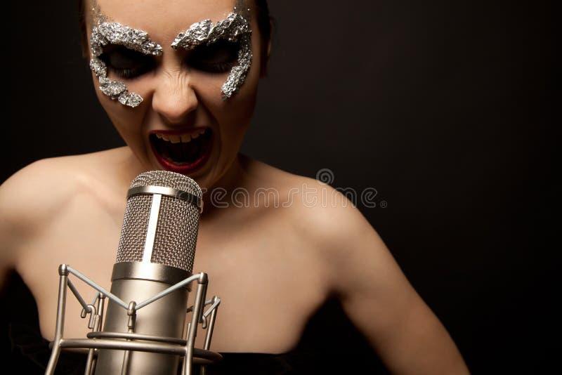 哥特式话筒歌唱家身分 免版税库存照片