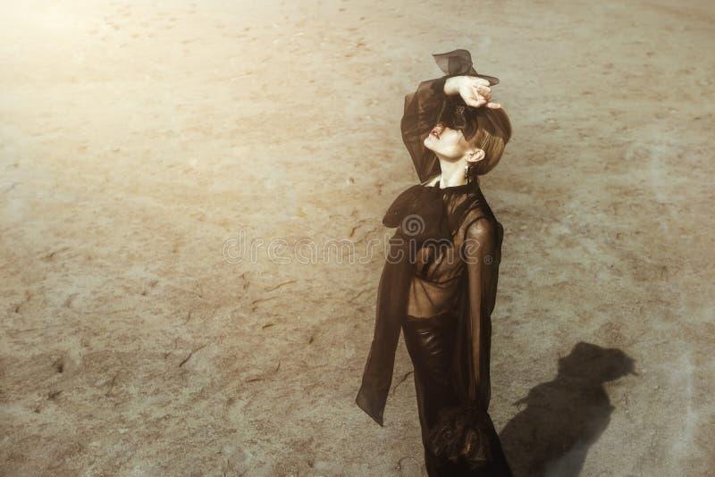 哥特式黑色衣服 免版税库存图片