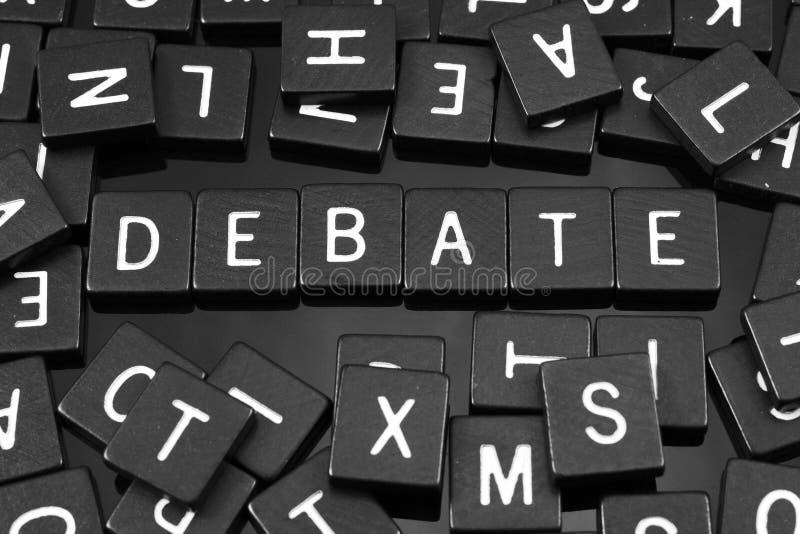 哥特式黑体字铺磁砖拼写词& x22; debate& x22; 免版税库存图片