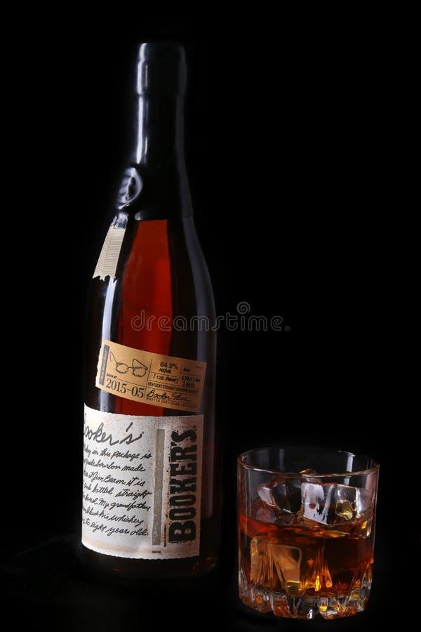 哥罗德诺,白俄罗斯, 2018年1月02日,登记人` s,肯塔基平直的波旁威士忌酒和玻璃用威士忌酒 免版税图库摄影