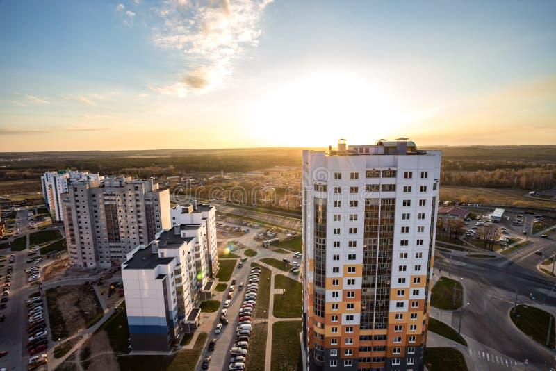 哥罗德诺,白俄罗斯- 2019年4月:在新的四分之一高层建筑物区域都市发展小区的全景在 免版税库存照片