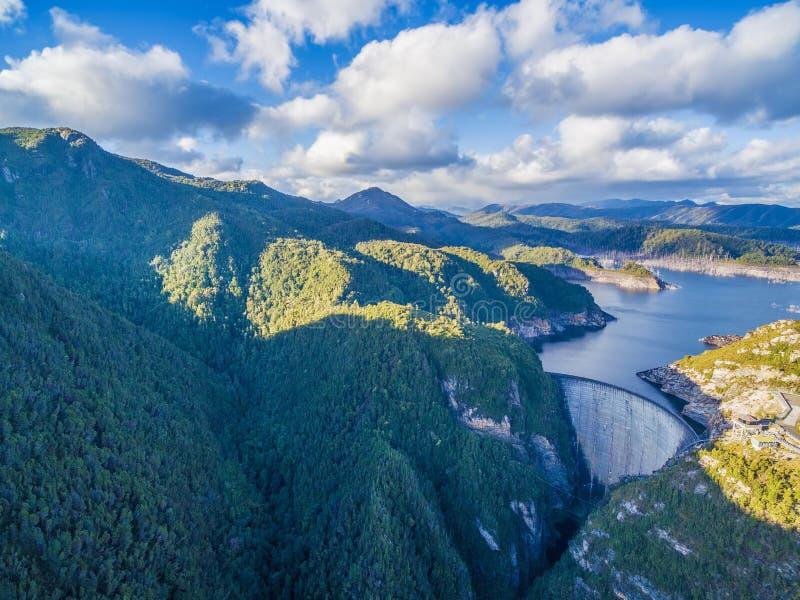 哥顿水坝和湖鸟瞰图  西南,塔斯马尼亚岛 库存图片