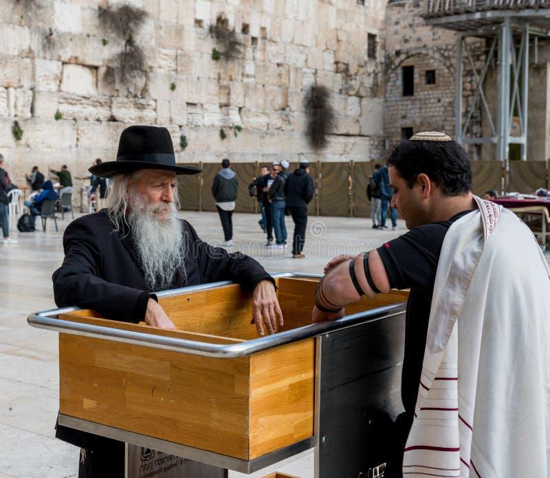 哭墙的犹太人在耶路撒冷 免版税库存图片