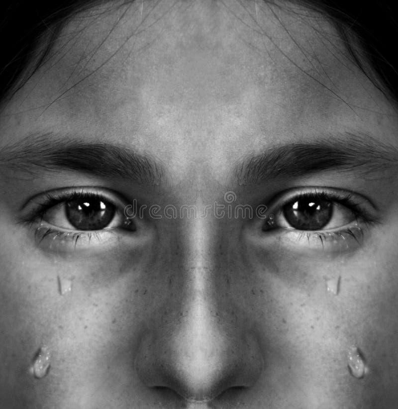 哭泣与泪花的女孩 免版税库存照片
