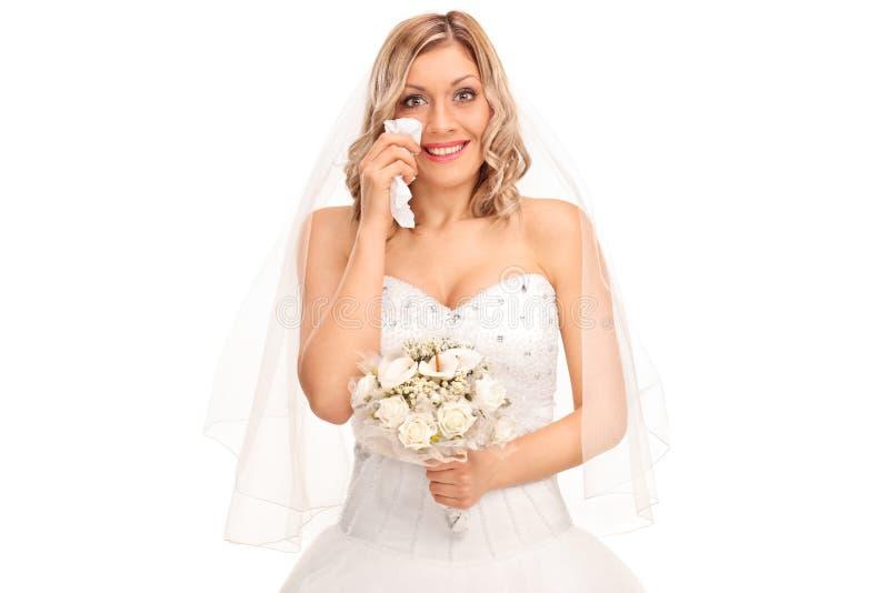 哭泣出于喜悦的年轻白肤金发的新娘 免版税库存图片