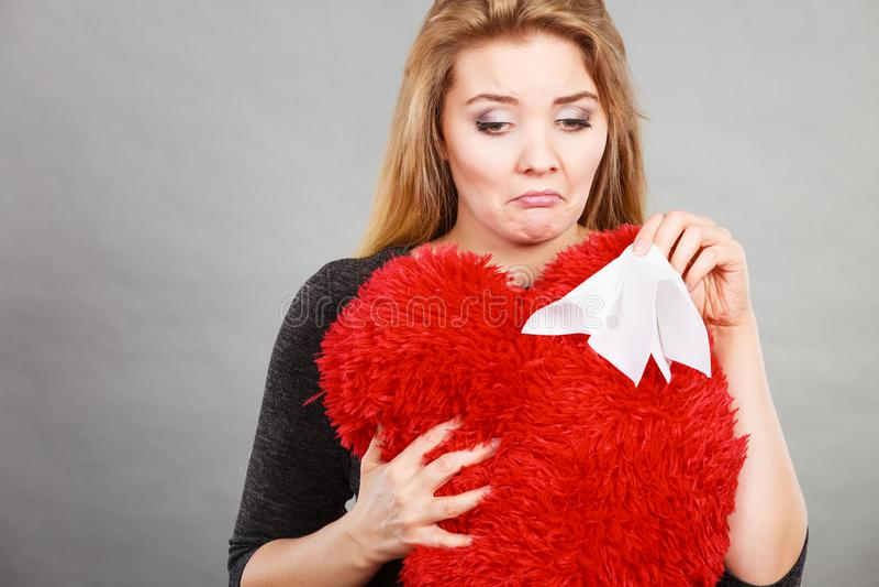 哭泣哀伤,极悲痛的妇女有消沉 免版税库存图片