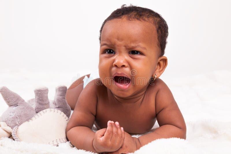 哭泣小非裔美国人的女婴-黑人 免版税库存照片