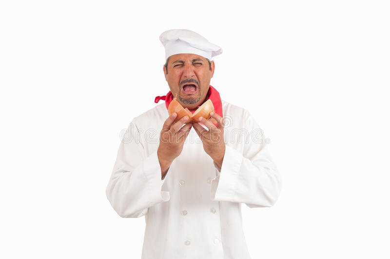 哭泣用葱的厨师 免版税库存照片