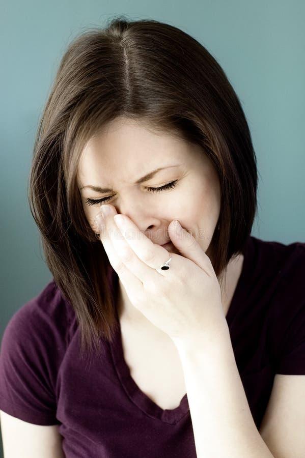 哭泣的哀伤的妇女年轻人 免版税图库摄影