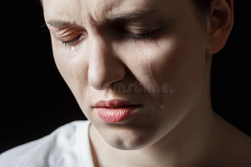 哭泣的哀伤的妇女 免版税库存照片