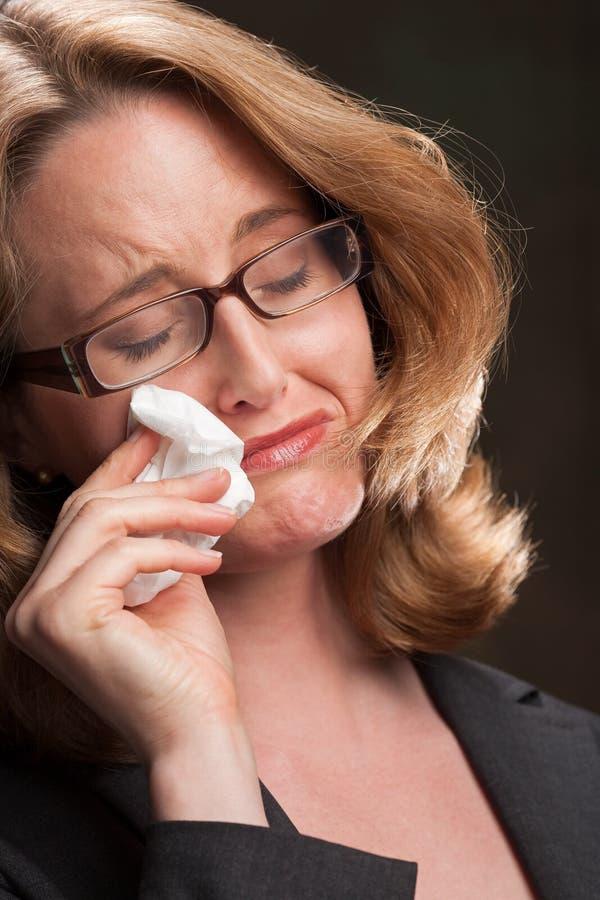 哭泣的啜泣的妇女 免版税库存图片