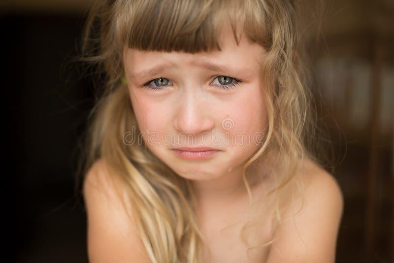 哭泣的女孩少许纵向 免版税库存图片