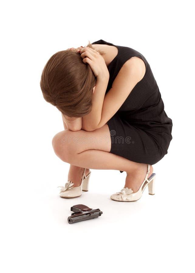 哭泣的女孩枪 库存照片