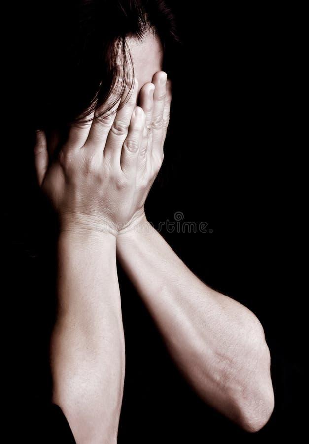 哭泣的妇女年轻人 免版税库存照片
