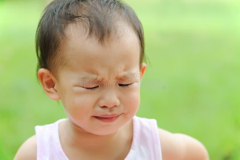 哭泣的婴孩 库存照片