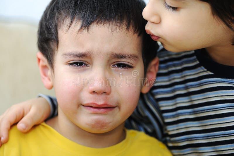 哭泣的情感孩子场面 免版税图库摄影