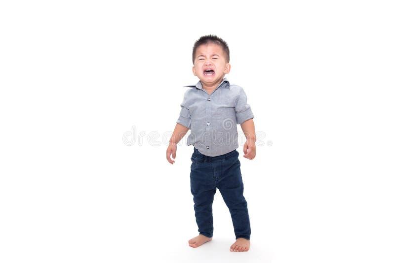 哭泣的男婴和被隔绝的佩带的企业衬衣 免版税库存图片