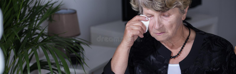 哭泣的年长妇女 库存图片