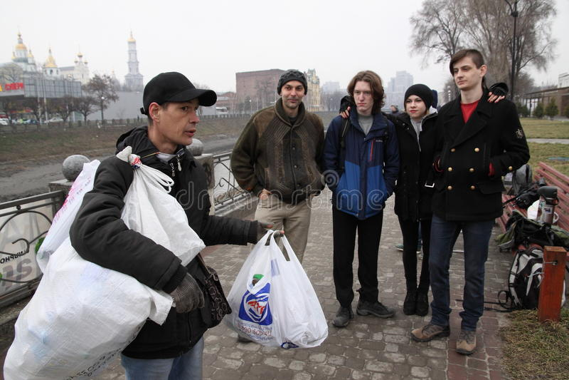 哺养无家可归者 免版税图库摄影