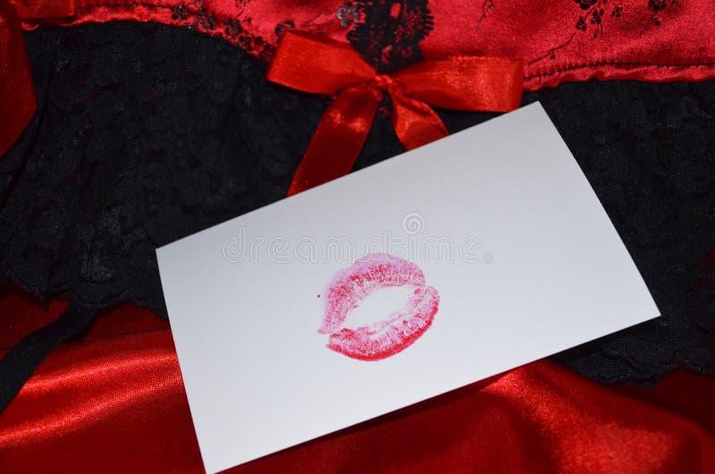 唇膏亲吻卡片为华伦泰` s天 库存照片