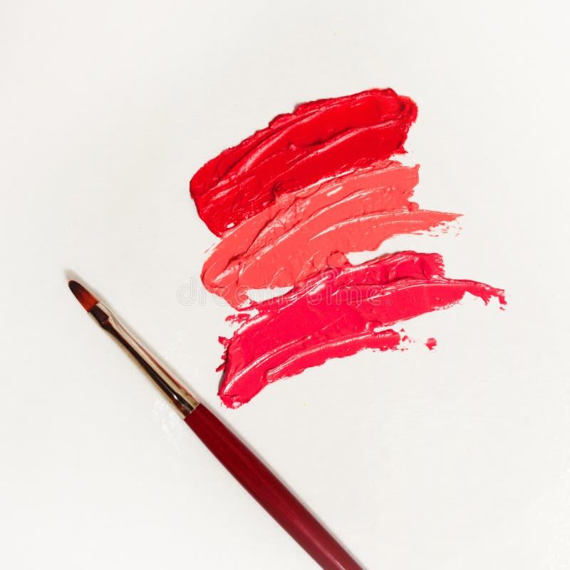 唇膏和唇彩、不同的树荫下落和冲程与刷子的应用和阴影的 免版税库存图片