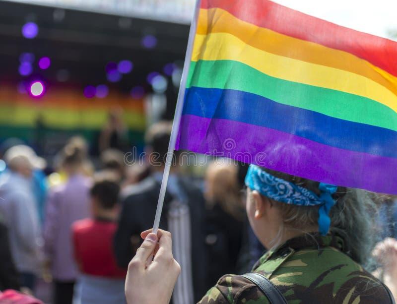 唐卡斯特自豪感8月19日2017 LGBT节日在浓缩的彩虹旗子 免版税库存照片