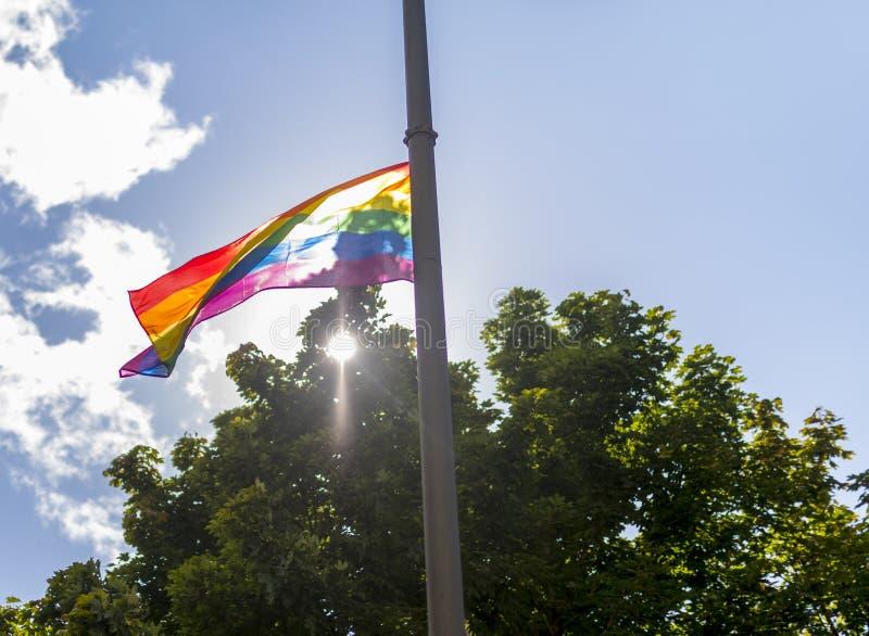 唐卡斯特自豪感8月19日2017 LGBT节日在stre的彩虹旗子 免版税库存照片