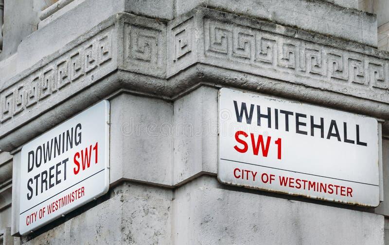唐宁街和白厅的角落在西敏市,伦敦,英国,英国 10唐宁街是英国办公室 免版税库存照片
