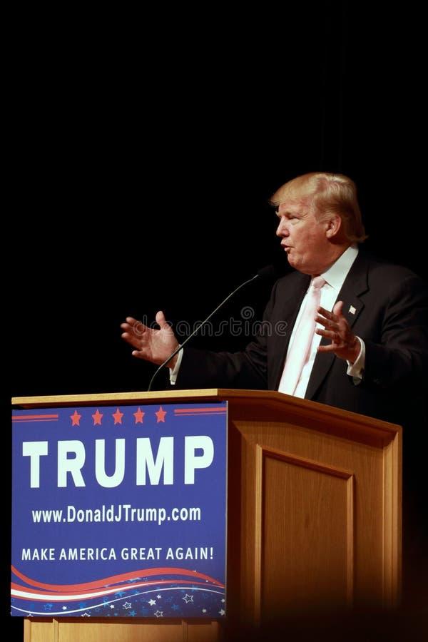 唐纳德・川普讲话在7月, 25日的竞选集会, 2015年,在Oskaloosa,衣阿华 免版税库存图片