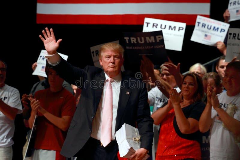 唐纳德・川普讲话在7月, 25日的竞选集会, 2015年,在Oskaloosa,衣阿华 免版税库存照片