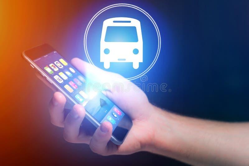售票在网上公共汽车票-旅行概念的概念 免版税库存图片