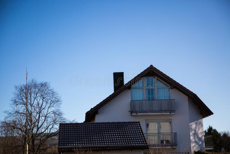 唯一房子在慕尼黑,蓝天 免版税库存图片