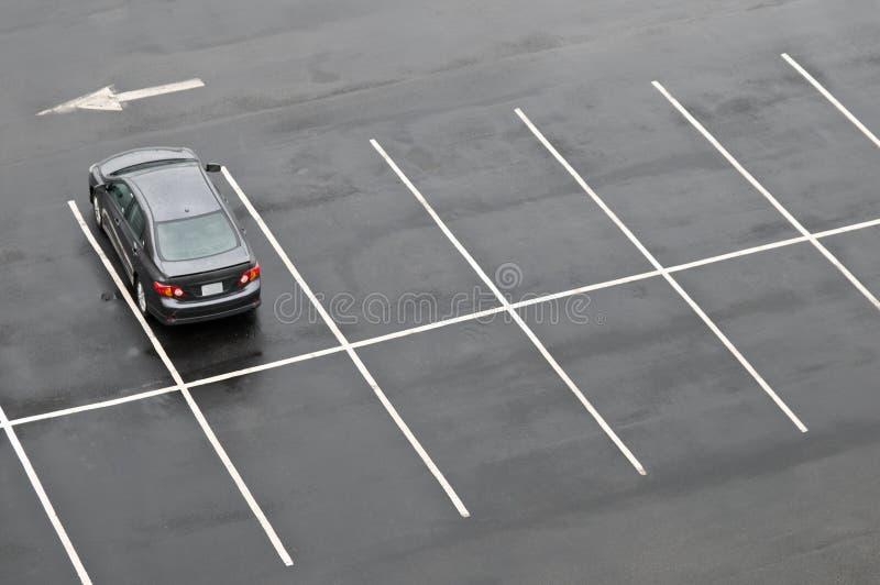 唯一汽车空的批次的停车 图库摄影
